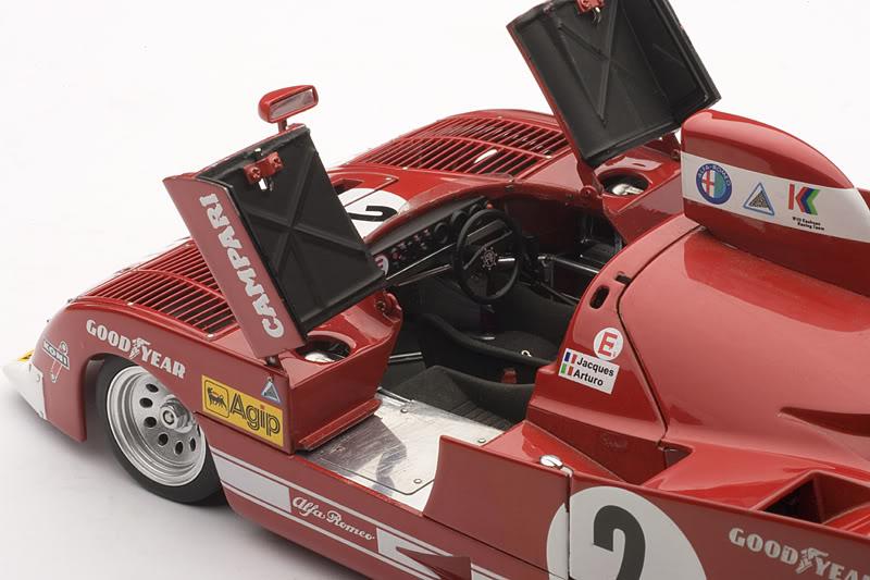 ALFA ROMEO 33 TT 12<br>UN SPORT BIEN ITALIANO<br>by AUTOART
