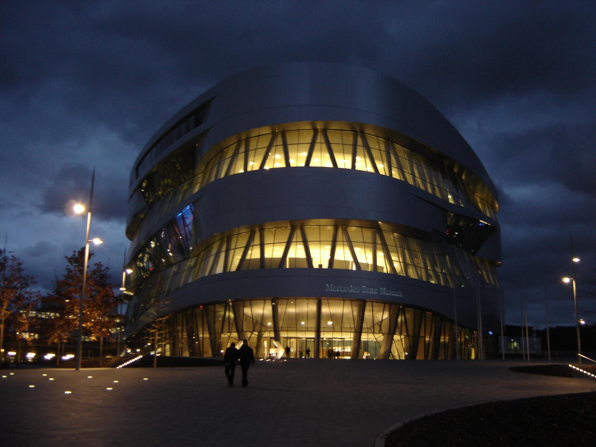 UN ARGENTINO EN EL MUSEO MERCEDES BENZ